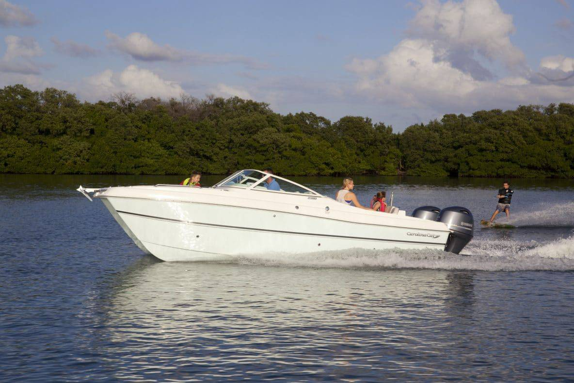 Katamaran sport  The new 23SD Carolina Cat dual console combines sport boat ...