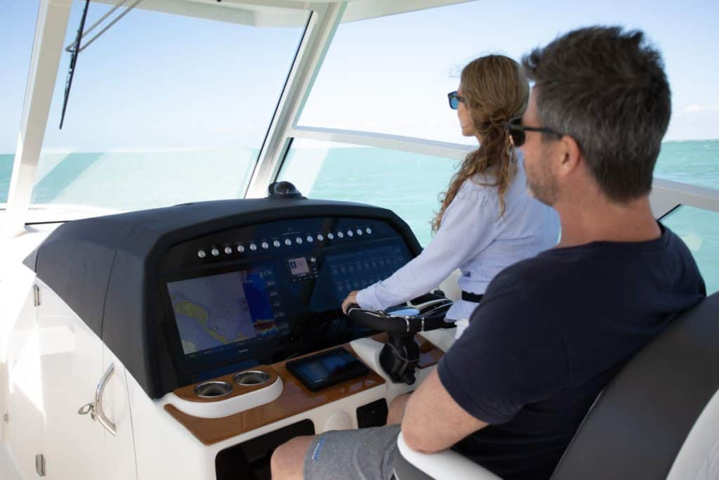 Helm area w/ room for (2) 17ʺ Garmin screens